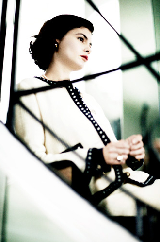 Audrey Tautou interpretando a Coco Chanel